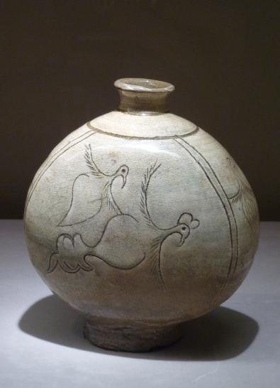 8 - Vase avec motif d'oiseau