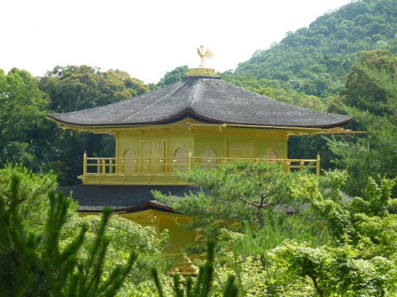 9 - Pavillon d'or émergeant de la nature